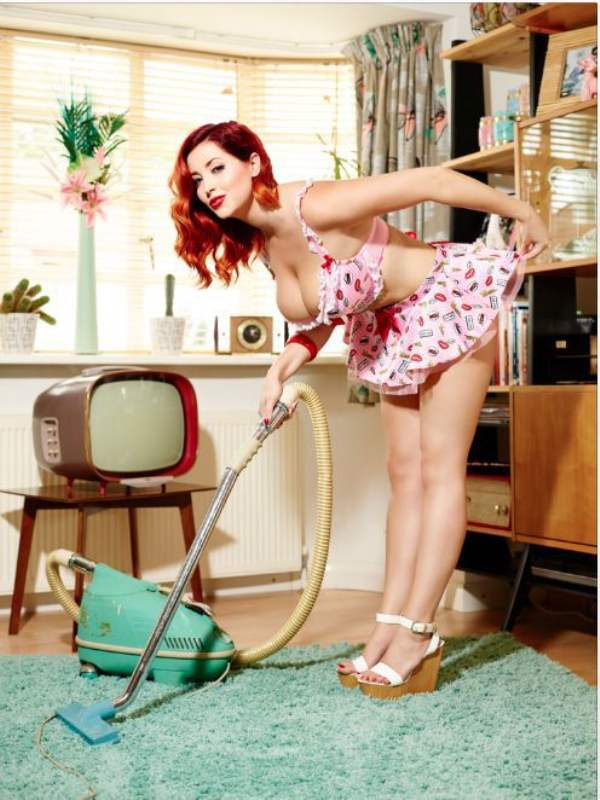 Busty_Redhead_Doing_Housework_43407505Iym8e77aB
