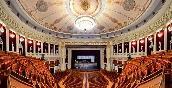 Новосибирский оперный театр заказал уборку на миллион рублей в месяц