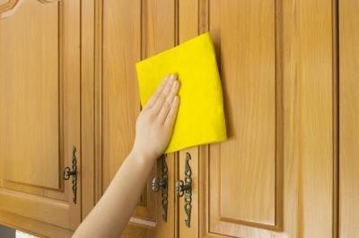 Как убрать пятна с деревянной поверхности