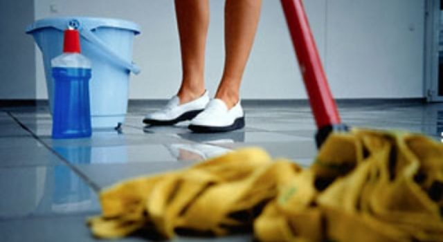 Школьные уборщицы жалуются на клининговые компании